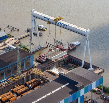Transport of first bridge sections for Rozenburg lock